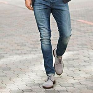 3 قانون برای پوشیدن کفش مردانه به همراه شلوار جین